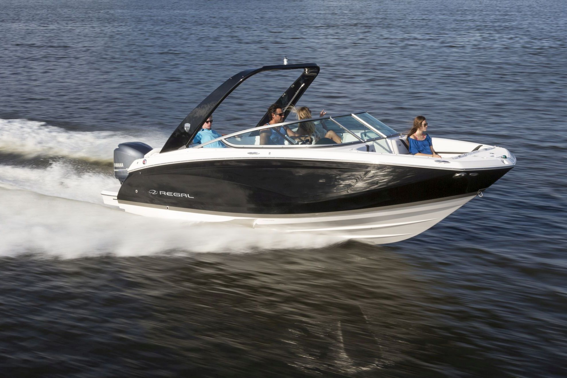 22FasDeck_outboard_running_16_0336